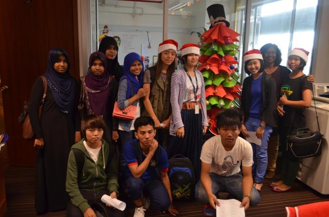 My class of refugees (Nov-Dec 2014) around the paper Christmas tree!